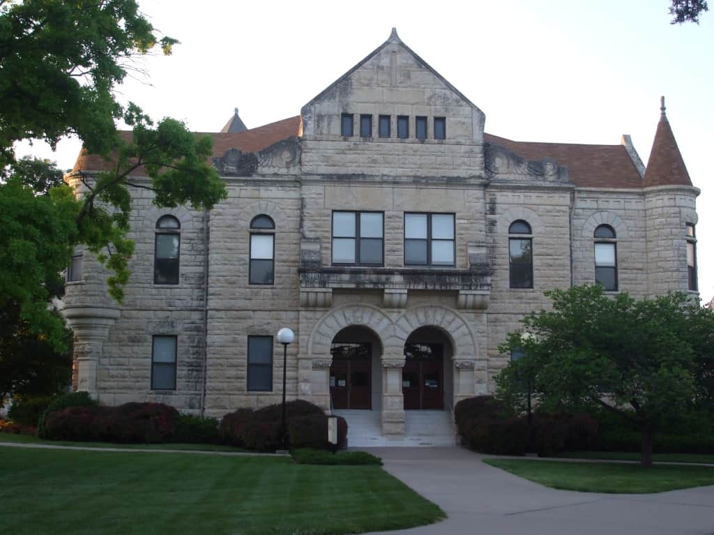 Kansas_State_University_Holton_Hall