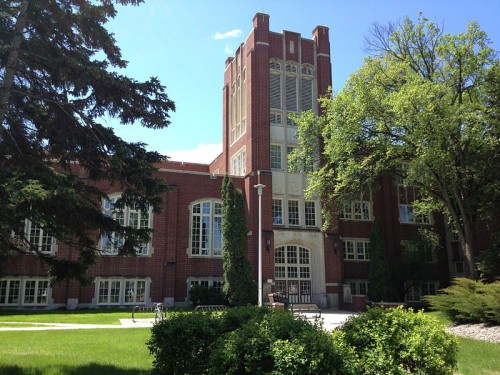 University of North Dakota 800px-Chester_Fritz_Library_summer